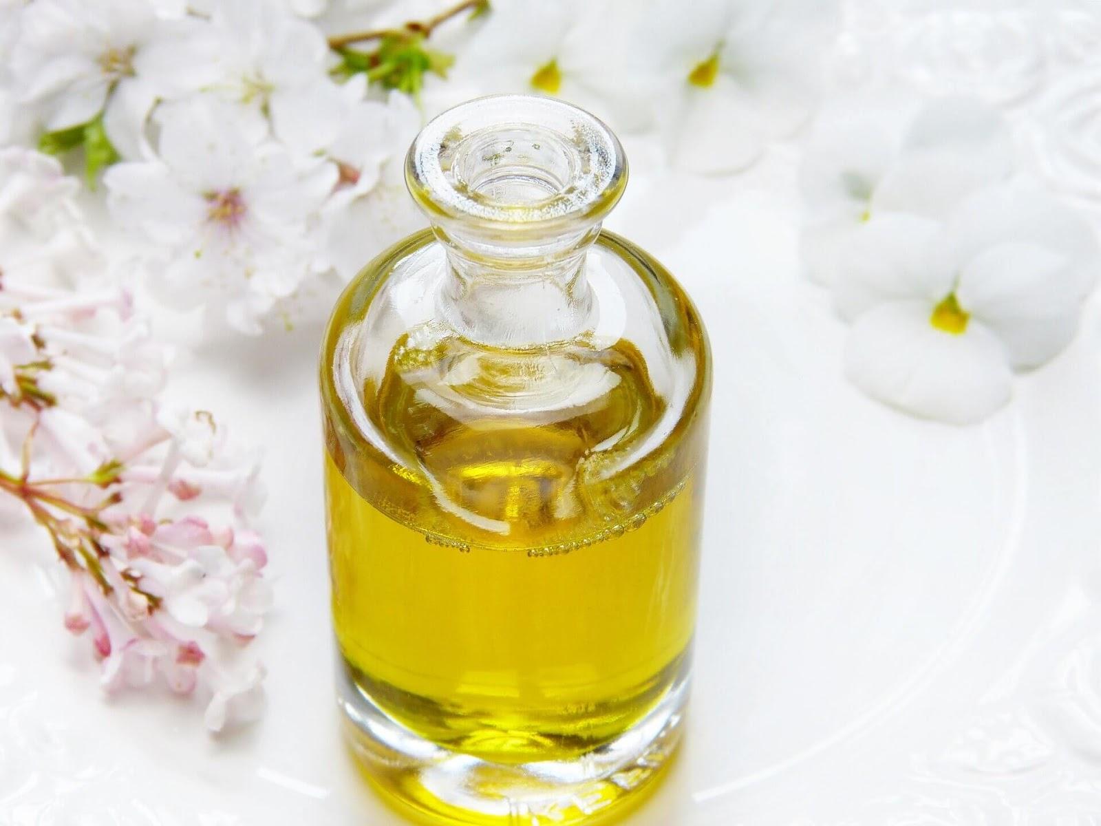 Oleje w kosmetykach - Jakie są rodzaje olei kosmetycznych? Jaki olej do jakiej cery?