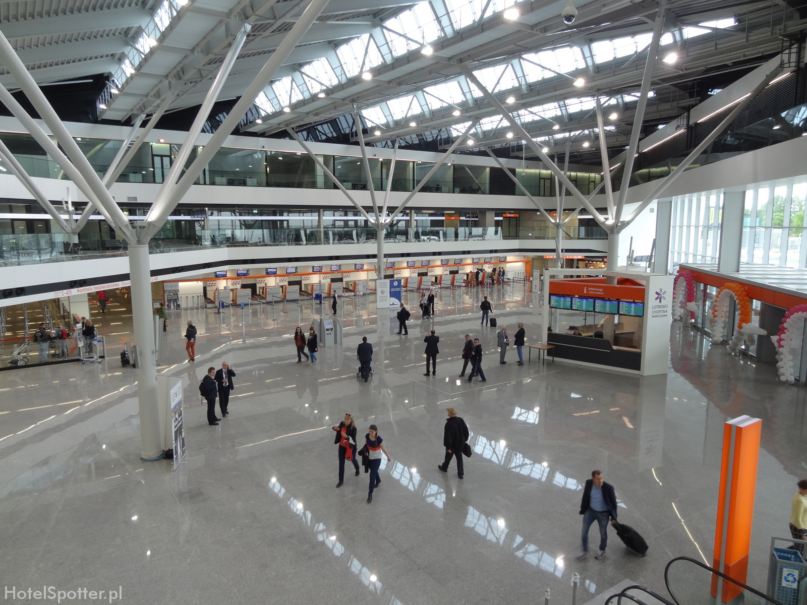 lotnisko chopina przyloty adres