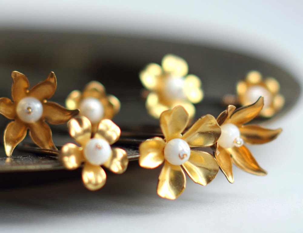Golden flower hair pins
