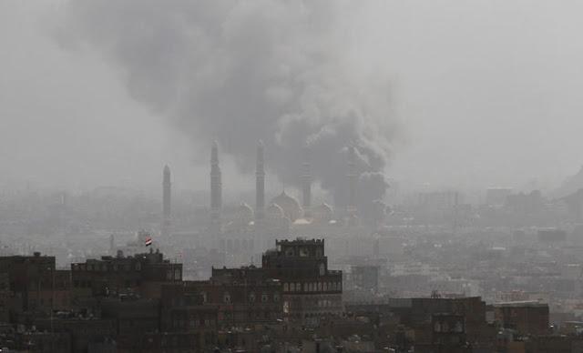 Aeronaves da coalizão liderada pela Arábia Saudita bombardearam posições houthis em Sanaa, disseram os meios de comunicação locais.