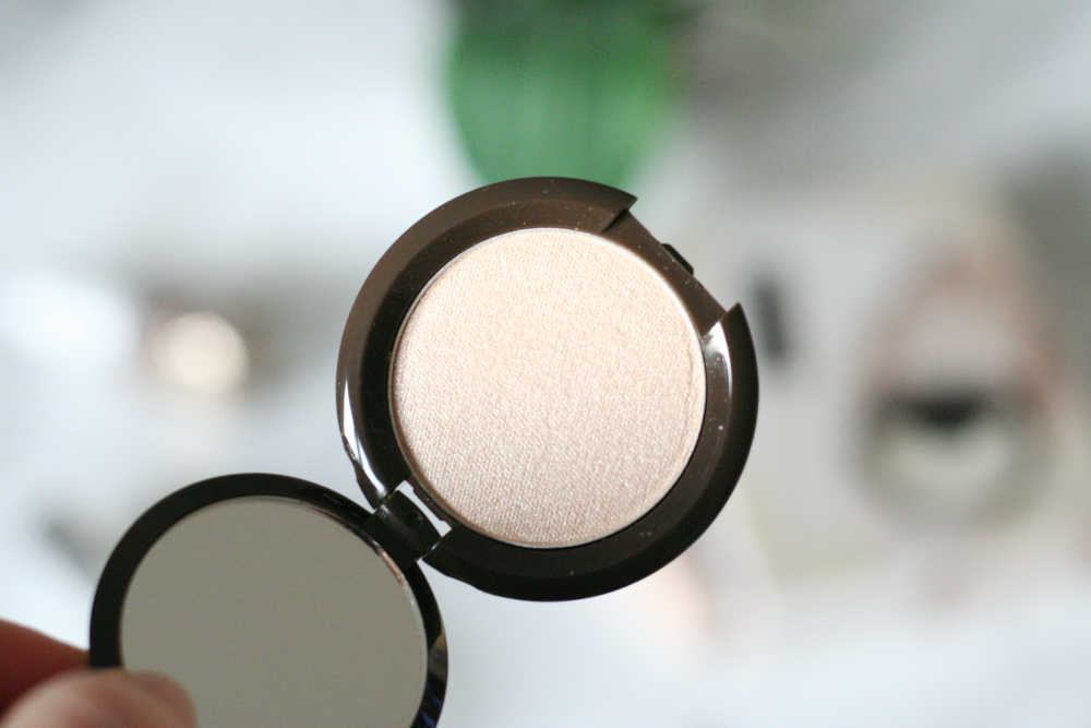 Review || Becca Glow on the Go in Moonstone