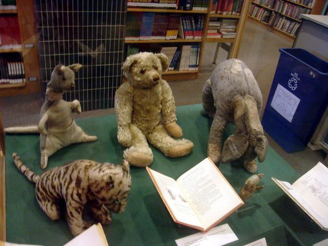 Muñecos de peluche originales del niño Christopher Robin, en los que se basó su padre Alan Alexander Milne para crear los personajes del cuento de Winnie the Pooh. Fotos insolitas