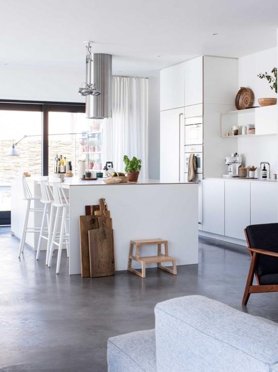 cocina blanca abierta al salon