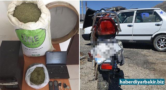 DIYARBEKIR-Hat ragihandin ku li navçeya Lîceya Diyarbekirê di encama operasyona ku li dijî PKKê hat lidarxistin de wesayîtek û 4 motorsîklet ên ku ji bo êrîş hatibû amadekirin hat bidestxistin.