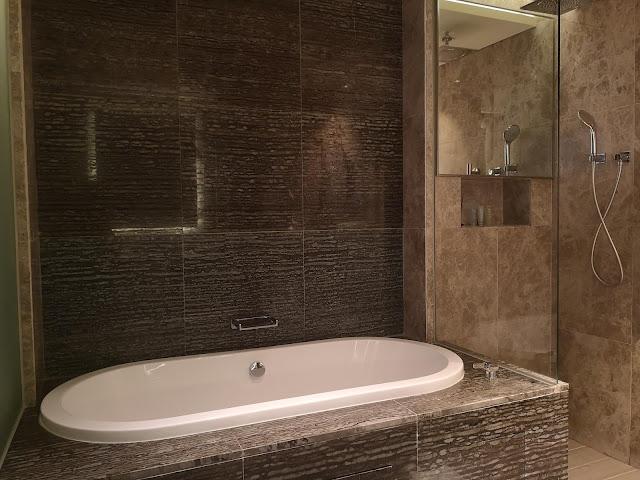 Bath tub - One Farrer Hotel