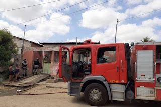 Jovem morre carbonizado após atear fogo na própria casa no interior da Paraíba