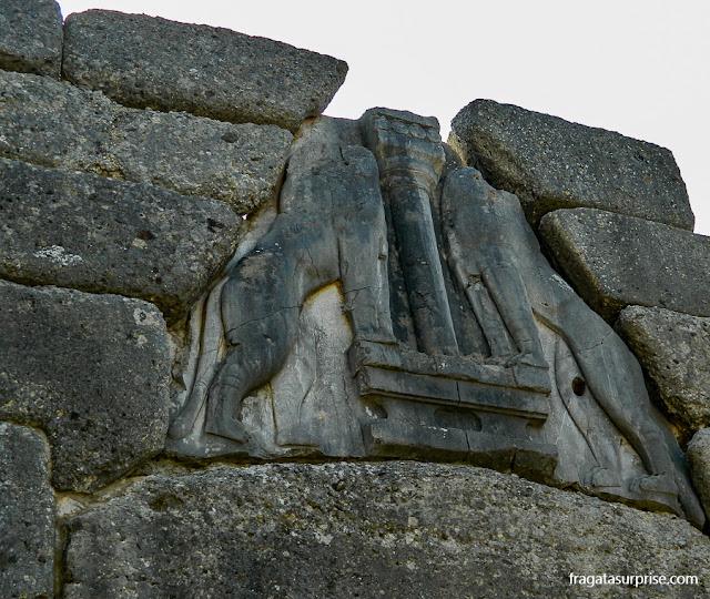 Entalhe da Porta dos Leões, Micenas, Grécia