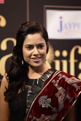 Sameera-Reddy-IIFA-Awards-2012-Rocks-Green-Carpet-Hot-Images