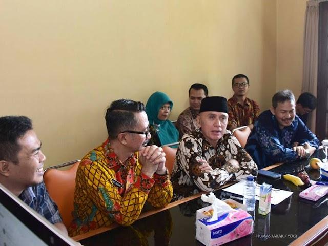 Perdana Bekerja Penjabat Gubernur Jabar, Iriawan Kunjungi Ruangan Pers