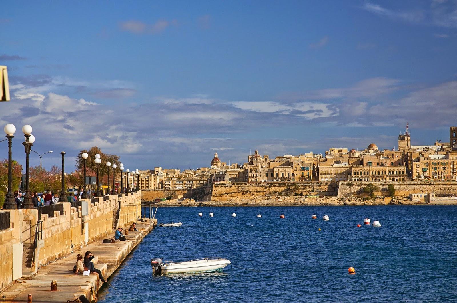 ciekawy widok na stolicę Malty