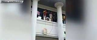 Mahasiswa UNP yang Menurunkan Foto Jokowi Saat Demo di DPRD Sumbar, Resmi Ditahan