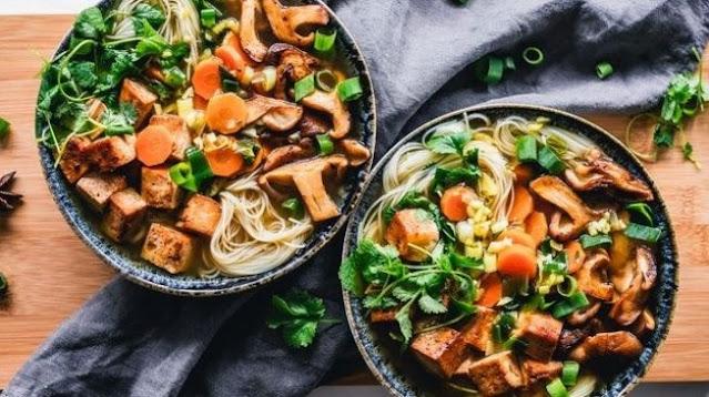 Viral Perbedaan Pria dan Wanita saat Icip Makanan Enak, Valid Nggak?