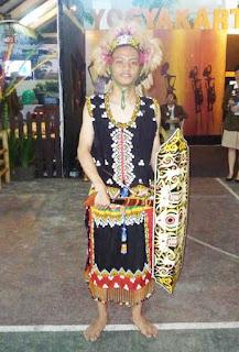 Gambar Pakaian Adat Kalimantan Timur