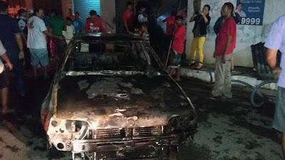 CARRO PEGA FOGO DENTRO DE GARAGEM EM ITAPAJÉ