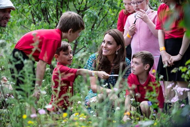 Księżna Kate na pikniku Back to Nature Garden w ramach RHS Hampton Court Garden Festival