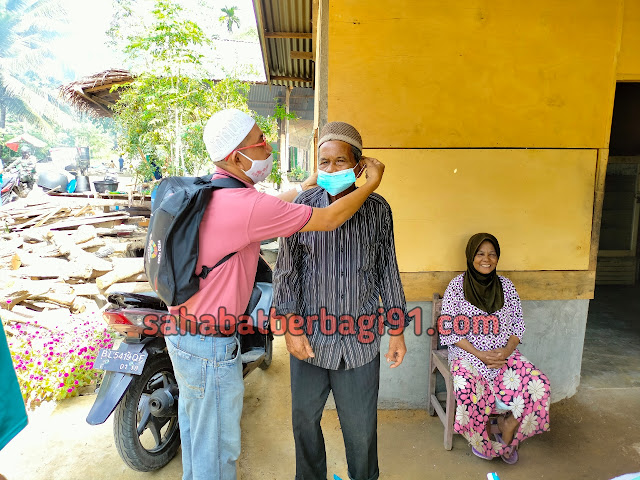 Desa Seuneubok Aceh Menyalurkan Paket Kesehatan Penanganan Covid-19 Kepada Masyarakat