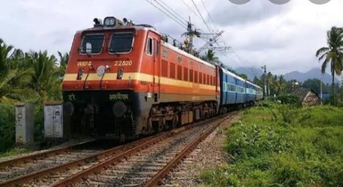 """इंदौर के सांसद शंकर लालवानी द्वारा किया गया पहली """"किसान"""" रेल का शुभारंभ"""