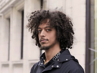 How to have well-groomed male Curly Hair, 11 Tips For Amazing Male Curly Hair,11 tips for amazing male curly hair,curly male hair, 1. Men's curly hair: straight cut,layered cut, 2. Mohawk, style to spare,Mohawk haircut, 3. Hair hydrated again!, moisturizing masks, 4. For the lost, capillary schedule, capillary schedule, 5. Hair oil, your new best friend,frizz, Product suggestion: ,6.  Water and liquid gel for long-lasting curls, liquid gel, 7. Combing cream for a natural effect,fiting, 8. Plop is the smart way to dry,plop, 9. The perfect comb,10. For those who do not give up the dryer,diffuser, 11. The unknown co-wash,How To Trim Body Hair: Practical Tips For Men - TML, Read This Also, Male Hair Removal: Where To Trim And Where To Leave Hair - TML,How To Be More Beautiful And Attractive - Tips To Put Into Practice - TML, Hair,Amazing Male Curly Hair,Hair Care,Male Curly Hair,Men's Hairstyle,Hair Loss,Amazing Male Hair,Curly Hair,Men's Hair Cut,Male Hair,Amazing Curly Hair,Amazing Hair,Tips,, https://www.teachingmenslifestyle.com/2020/10/male-curly-hair-tips.html,male-curly-hair-tips, male curly hair tips, Tricks to care for, cut and treat curly men's hair.  With tips on which finishers to use and drying techniques.