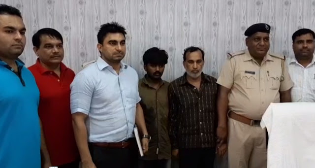 Faridabad police arrested gang raiding e-rickshaw drivers