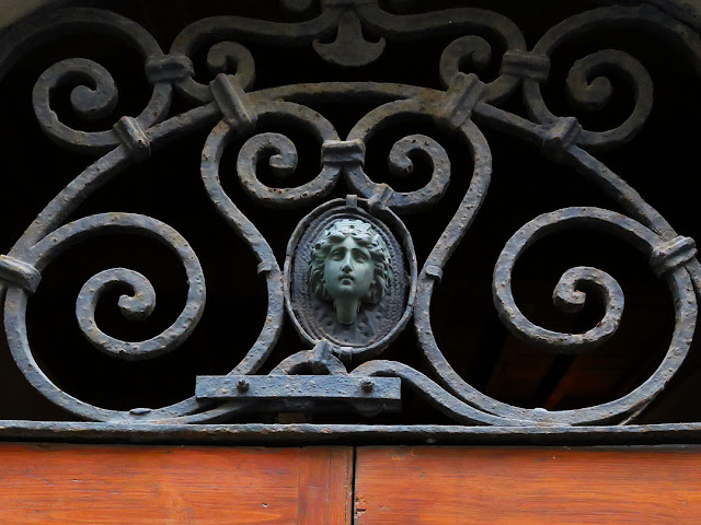 Detail of a fanlight window, Via della Campana, Livorno