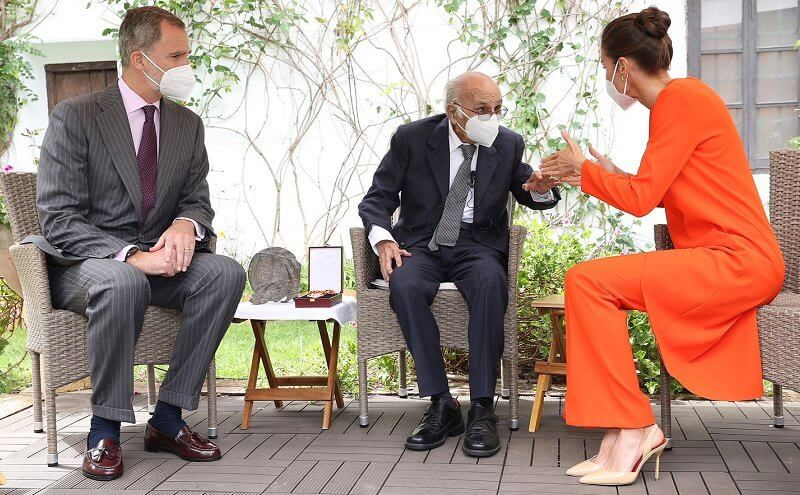 Queen Letizia wore an orange asymmetric outfit from Zara, and she carried red clutch by Angel Schlesser