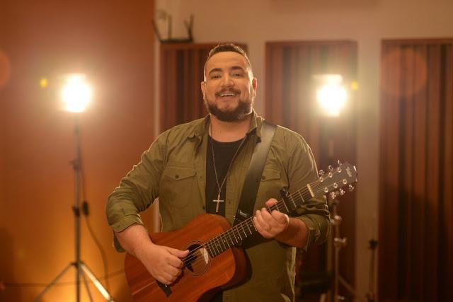"""Juan Raposo canta quem é Jesus no single """"Só Há um Nome"""""""