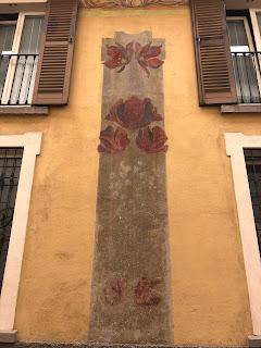 A floral design detail on Via Torni.