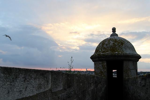 Photo de la muraille et d'une des tourelle de la citadelle