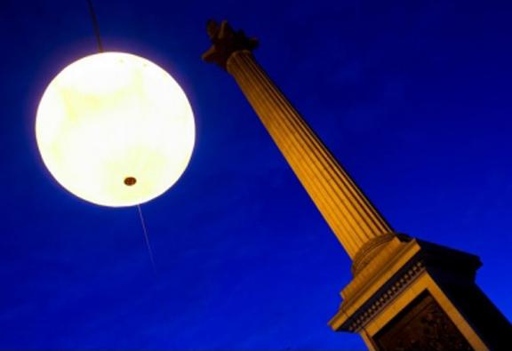 Tropicana Wakes Up London With Fake Sun