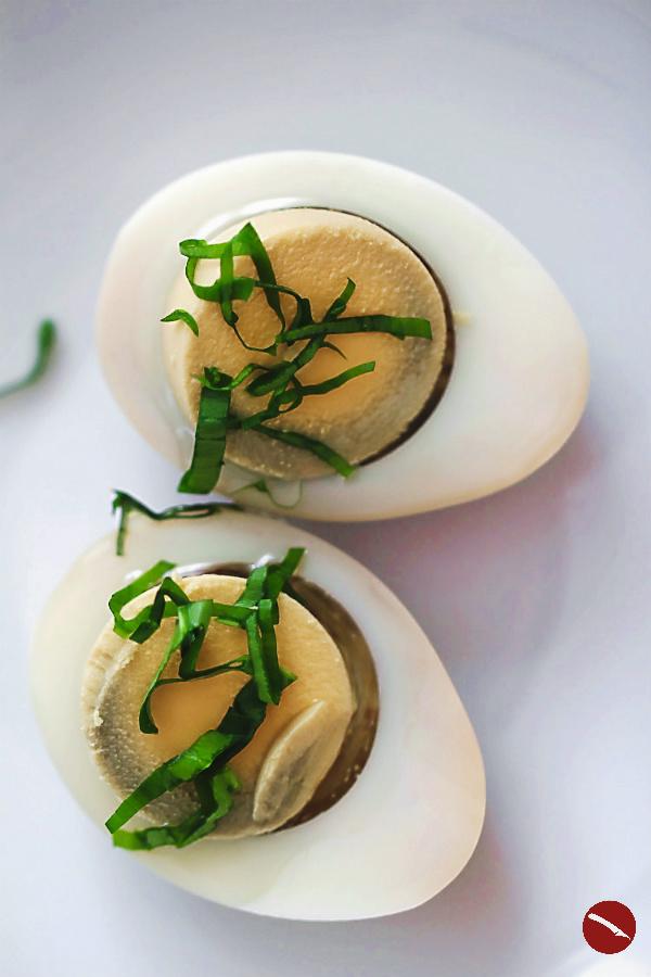 Die 10 besten Rezepte für den April für einfaches und schnelles Nachkochen mit Anleitung und vielen Fotos im besten Foodblog von Arthurs Tochter #rezepte #kochen #spaghetti #ottolenghi #vegetarisch #vegan #blumenkohl #backofen #one_pan #hähnchenkeulen #pasta #linsensuppe #hülsenfrüchte #gelbe_linsen #pochierte_eier #soleier #tomaten #joghurt #simple #flavour #romanesco #pesto #koriander #marinade