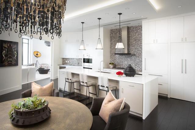 แบบห้องครัวโมเดิร์นโทนสว่างพื้นสีดำ