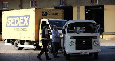 carregamento de caminhão dos correios