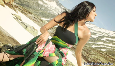 kajal agarwal hot cleavage show images wallpapers
