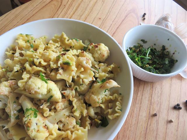 Pasta with Seared Cauliflower & Garlic