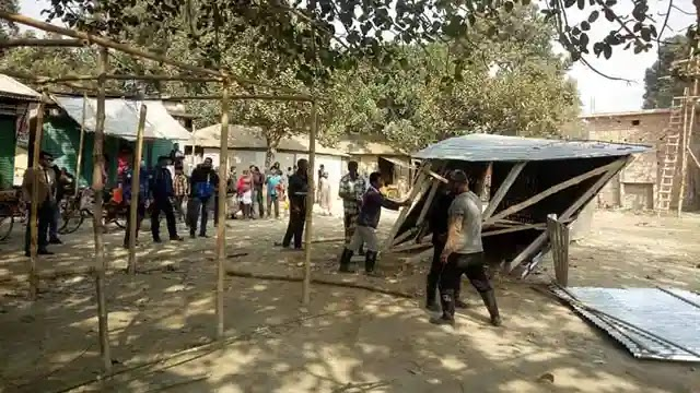 উল্লাপাড়ায় ভ্রাম্যমান আদালতের অবৈধ স্থাপনা উচ্ছেদ