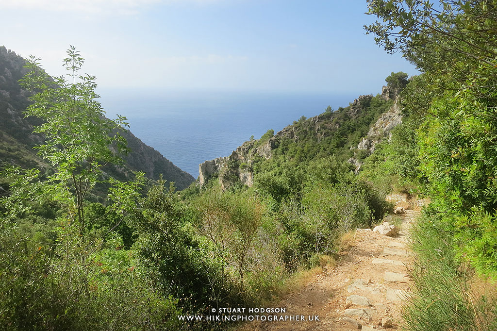 The hiking photographer guide to the nietzsche path eze village near nice monaco france for Jardin botanique nice