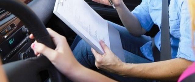 Πιο σημαντικό το δίπλωμα οδήγησης από το δικαίωμα ψήφου;