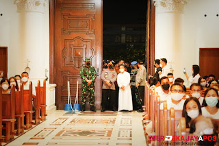 Kunker Ke Sulut, Kapolri Tinjau Vaksinasi Juga Sambangi Gereja Katedral, Pastikan Keamanan Malam Jumat Agung