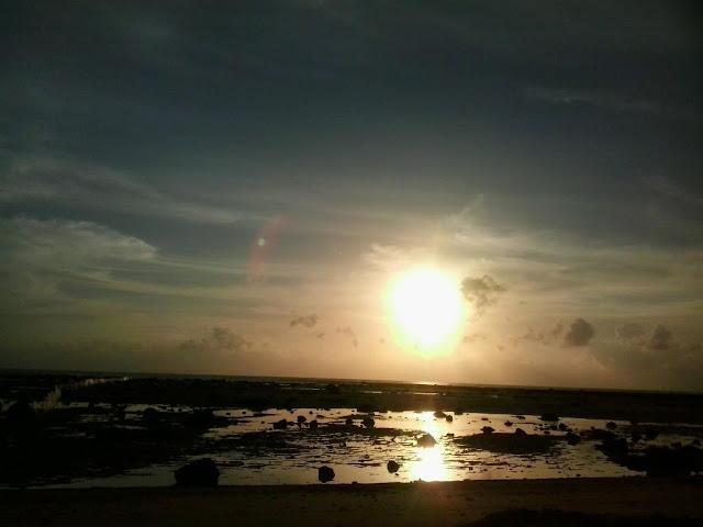 ยังเป็นจุดชมนกชนิดต่างๆ ช่วงเย็น บรรยากาศดีเงียบสงบ นั่งชมพระอาทิตย์ตกทอแสงสะท้อนกับผืนน้ำทะเล