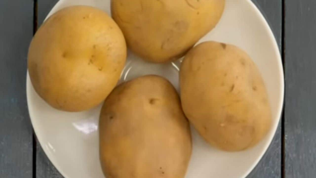 Cooking-potatoes-in-cooker-at-low-flame