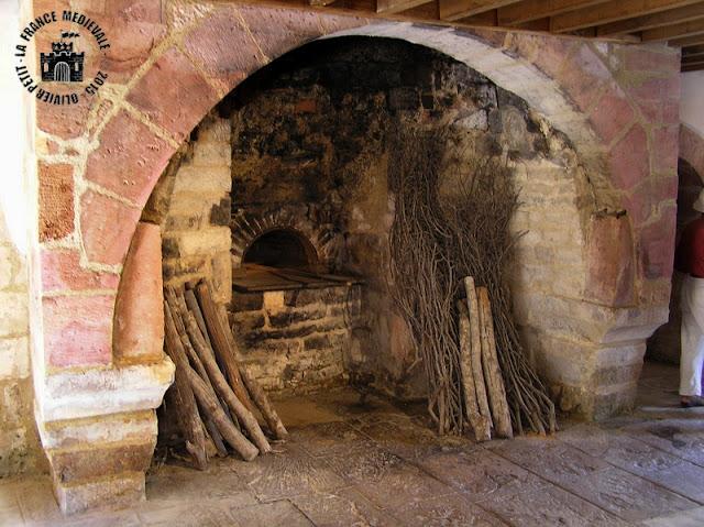 MONTBARD (71) - Abbaye de Fontenay : Porterie et jardins