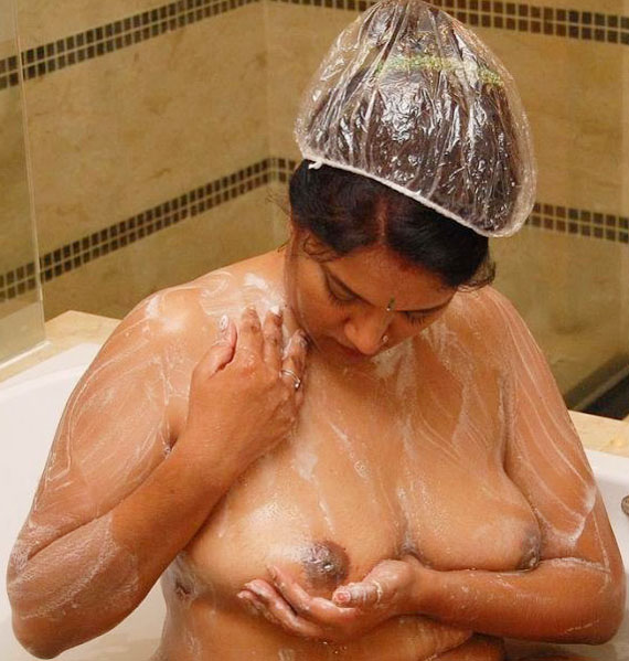 Doodh Wali Bhabhi Wash Room Nude Bath With Soap