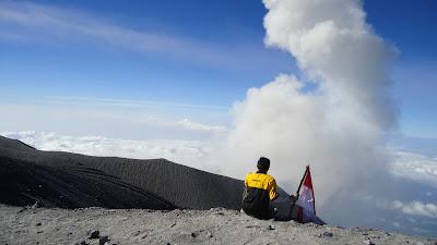 Jalur pendakian Semeru