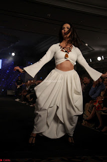 Meenakshi Dixit Walks the Ramp At Designer Nidhi Munim Summer Collection Fashion Week (3).JPG