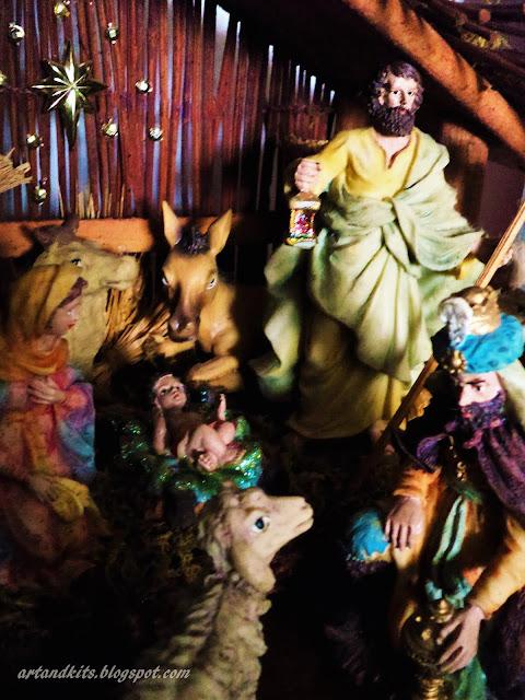 Hoje, deixo-vos uma imagem do meu presépio... para contextualizar o magnífico poema da Manuela Barroso, que deixo em seguida, alusivo a esta quadra... aproveitando, para vos desejar a todos, um Santo e Feliz Natal!... / Today I leave here, an image, from my Christmas decorations... in order to contextualize the great poem of Manuela Barroso, as you can see above... taking the opportunity, to wish you all a Holy and Merry Christmas!...