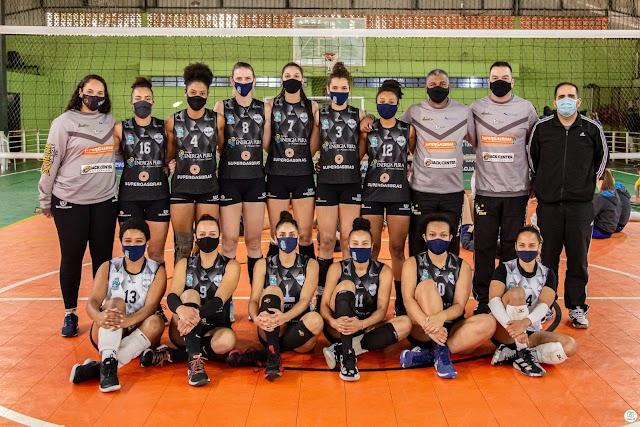 Time de vôlei de Foz do Iguaçu é campeão da 1° Copa Cataratas de Voleibol Feminino