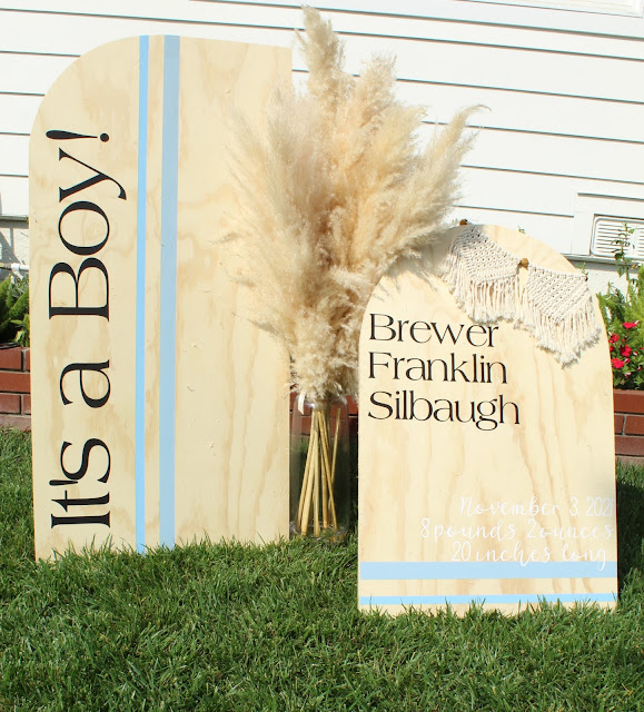 You don't want to miss this DIY Modern Birth Announcement Yard Sign with Cricut!