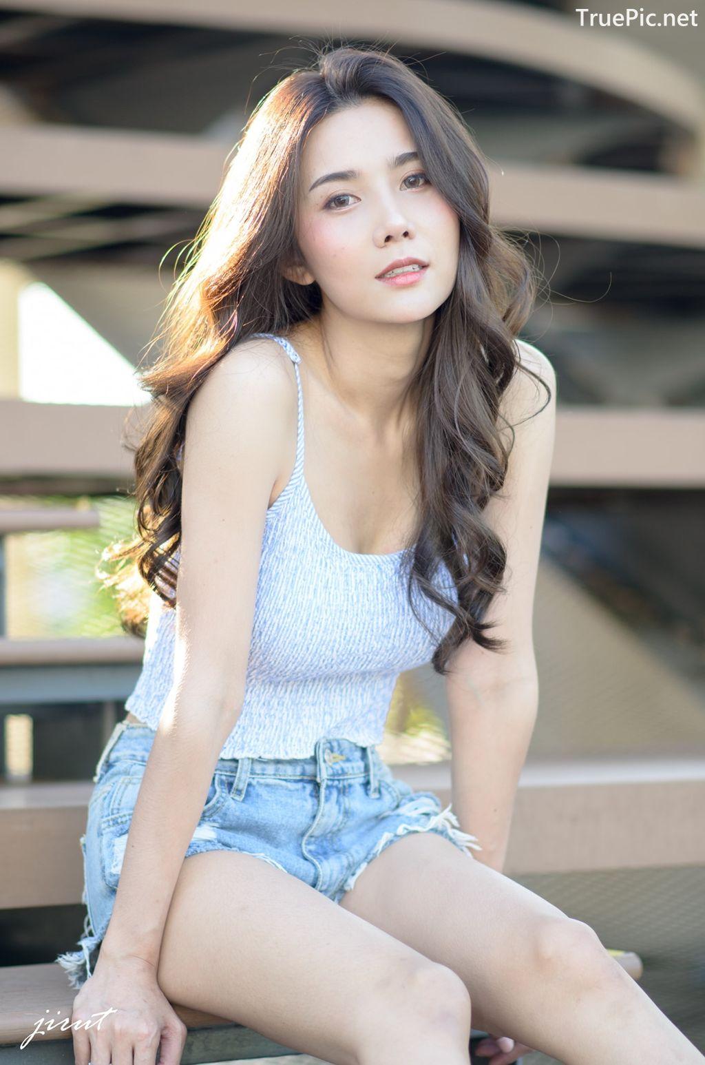 Image-Thailand-Model-Baiyok-Panachon-Cute-White-Crop-Top-and-Short-Jean-TruePic.net- Picture-2