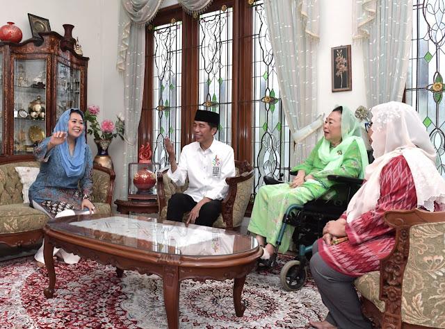 Jokowi Silaturahmi ke Kediaman Sinta Nuriyah Wahid