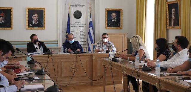 Σύσκεψη Πέτσα στην Περιφέρεια Πελοποννήσου για την εντατικοποίηση του εμβολιασμού